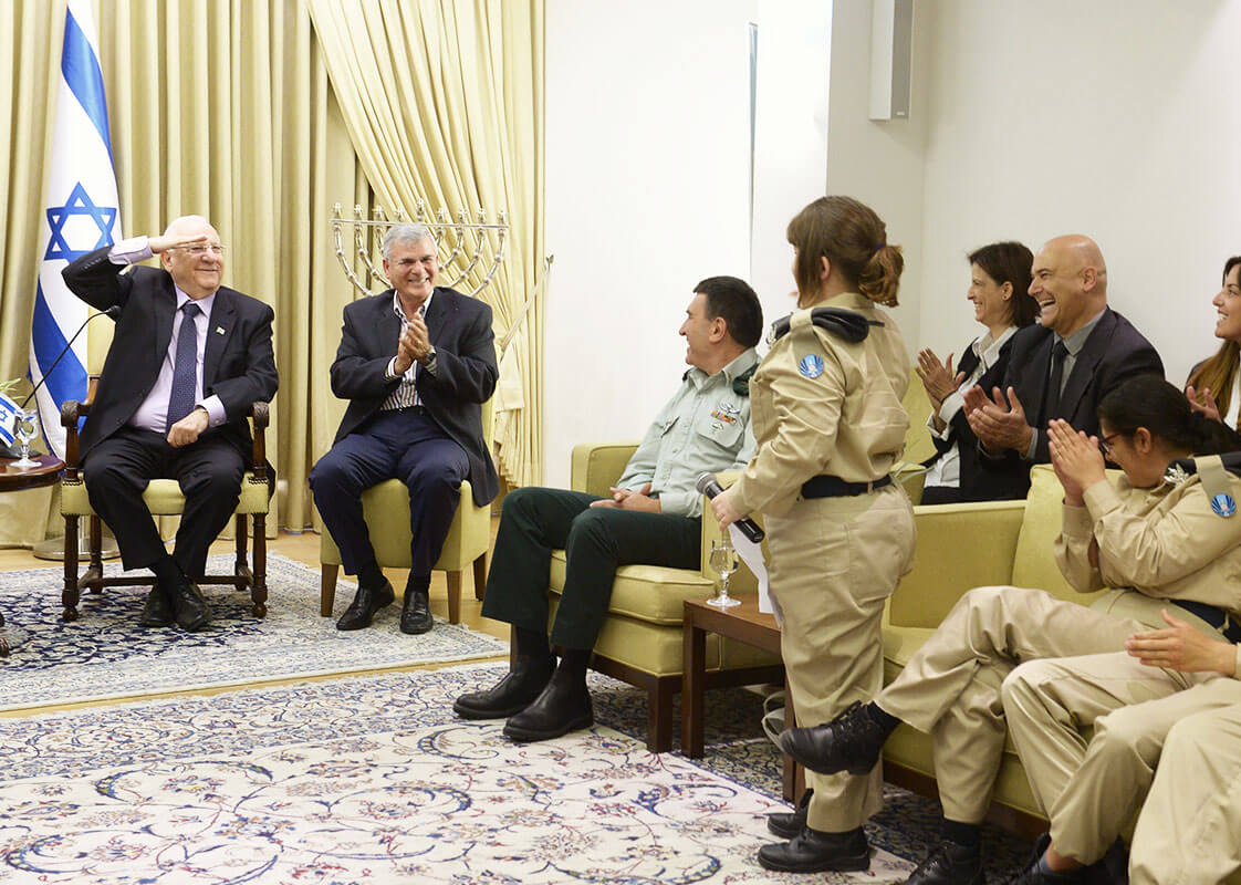 the president Reuven Rivlin With soldiers of specialinuniform