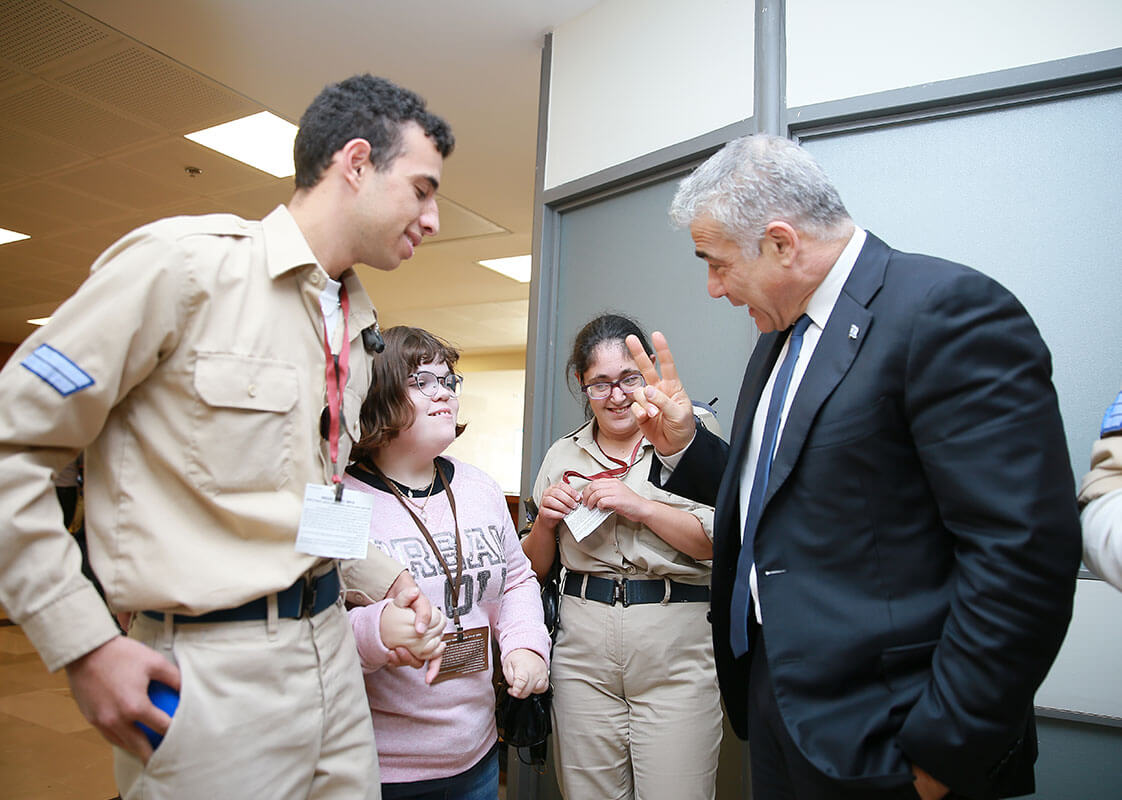 Yair Lapid With soldiers of specialinuniform